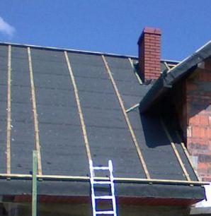 Montaż papy na płaskim dachu